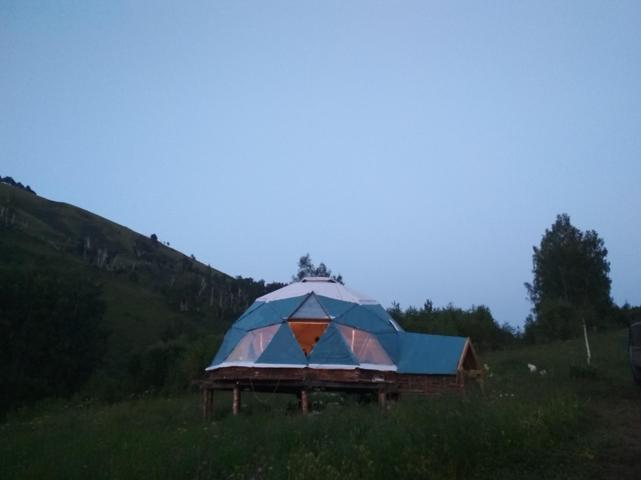 купол д 8,8м построен этим летом на Алтае для фестиваля чая в экопоселении Чачжаевка.